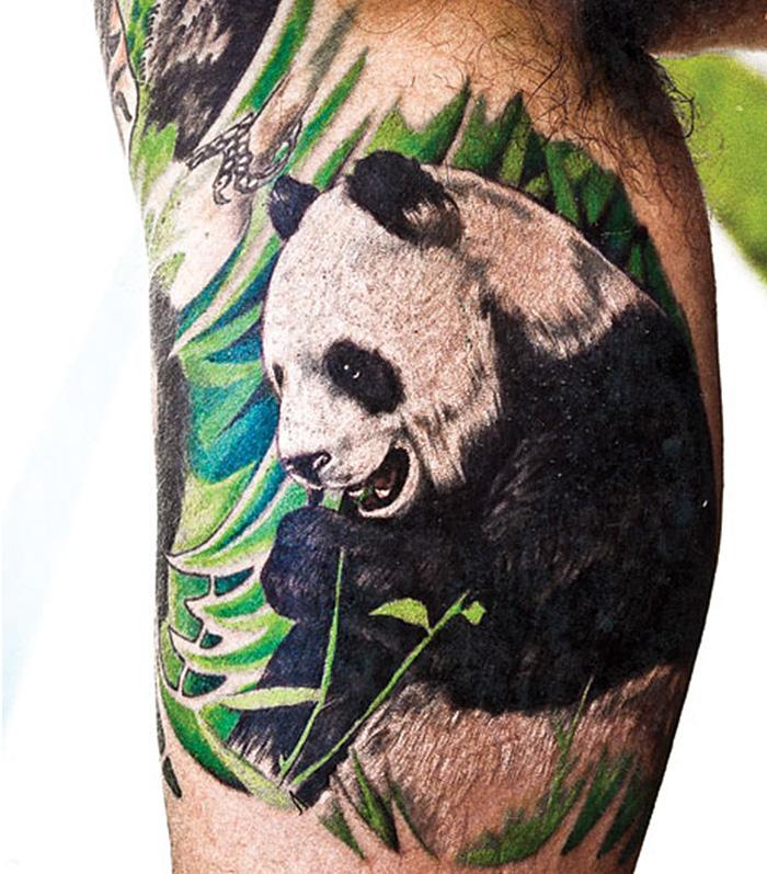 Мужская тату панды