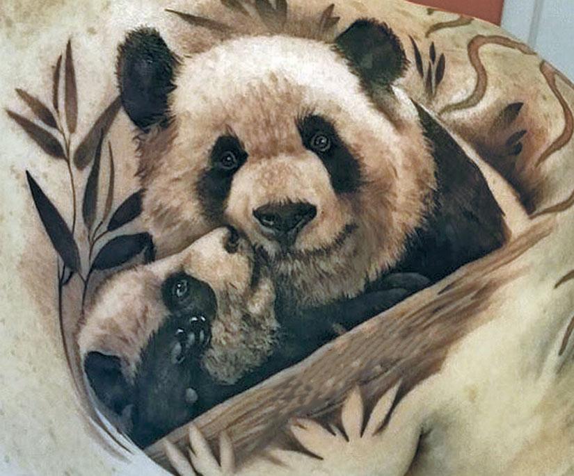 Тату панда с детенышем