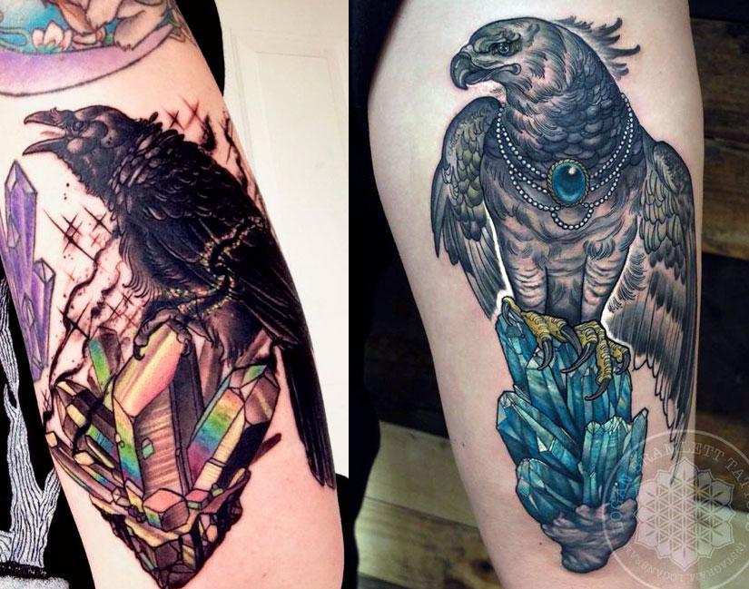 Татуировка с птицей сидящей на кристаллах