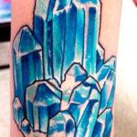Тату голубые кристаллы
