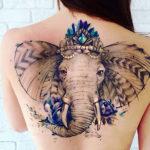 Татуировка слона украшенного кристаллами