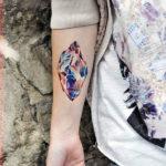 Очень красивая татуировка с кристаллами на руке