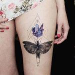 Татуировка саранчи с кристаллами аметиста