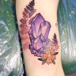 Интересная тату с кристаллами и цветами