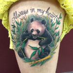 Тату панды поедающей бамбук