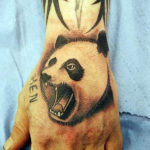 Тату панды на кисте руки