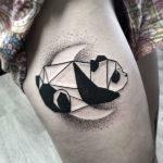 Татуировка панды на луне
