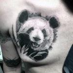 Черно-белый портрет панды в виде тату
