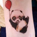 Малыш панды с воздушным шариком