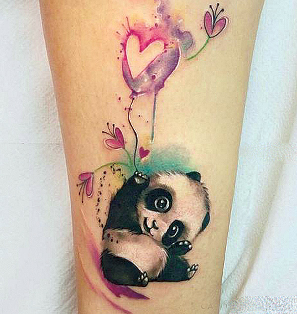 Милая татуировки с детёнышем панды