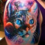 Татуировка кошачий морды в космосе