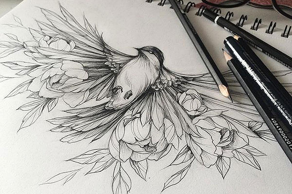 Женский эскиз птицы с цветами
