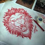 Лев с оскалом