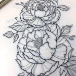 Женская татуировка с пионами