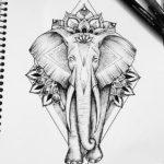 Шагающий слон с узором