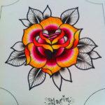 Роза с черно-белыми листьями