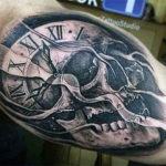 Абстрактная наколка черепа с часами
