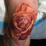 Реалистичная татуировка розы