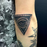 Треугольник с глазом