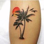 Стильные пальмы с птицами и закатом