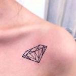 Татуировка с алмазом