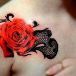 Роза в стиле реализм с узором