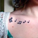 Скрипичный ключ с нотами
