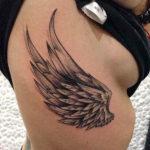 Крылья на ребрах