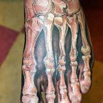 Мужская тату скелета