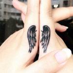Крылья, тату на пальцах
