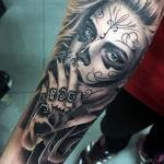 Красивая татуировка девушки в стиле чикано