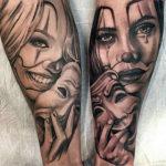 Девушки с маской