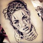 Девушка с узором на лице