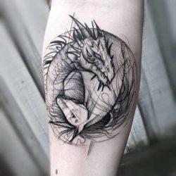 Черно белая тату абстракция дракон