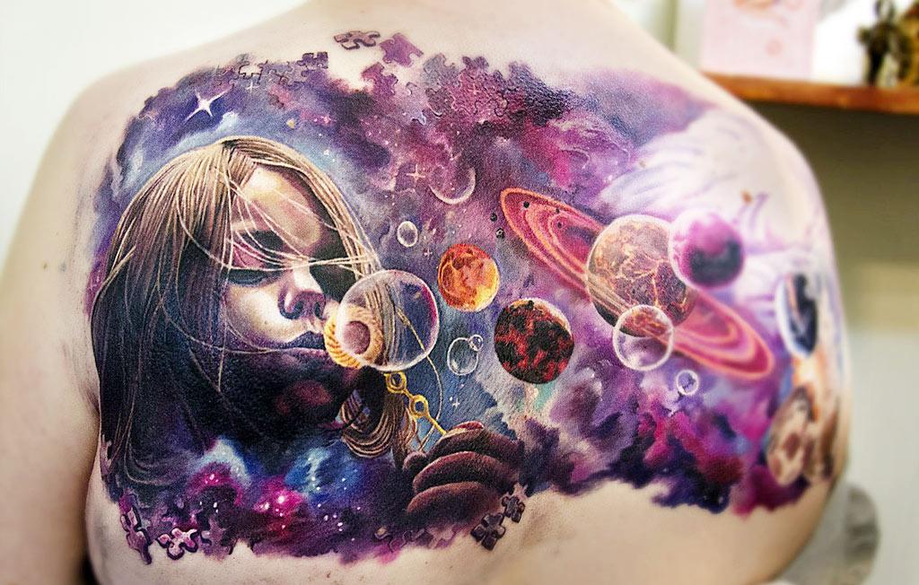 Необычную тату в стиле абстракция, космос с девочкой