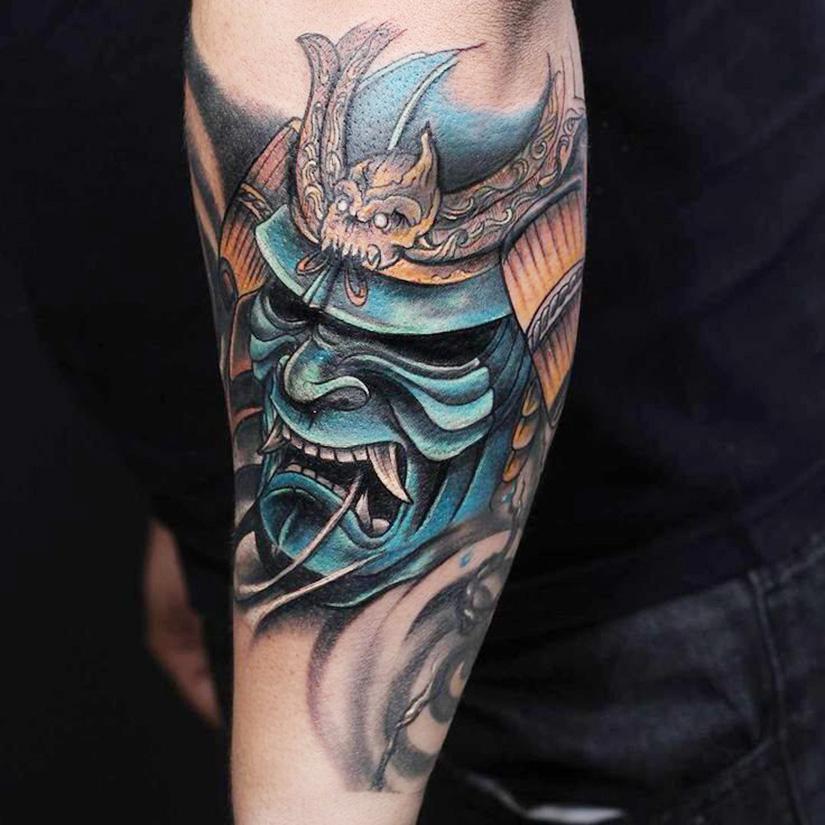 Мужская татуировка маски самурая