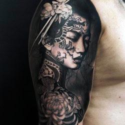 Реалистичная тату девушки в японском стиле
