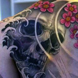 Реалистичная татуировка черепа в японском стиле