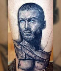 Черно-белый портрет Спартака с голубыми глазами