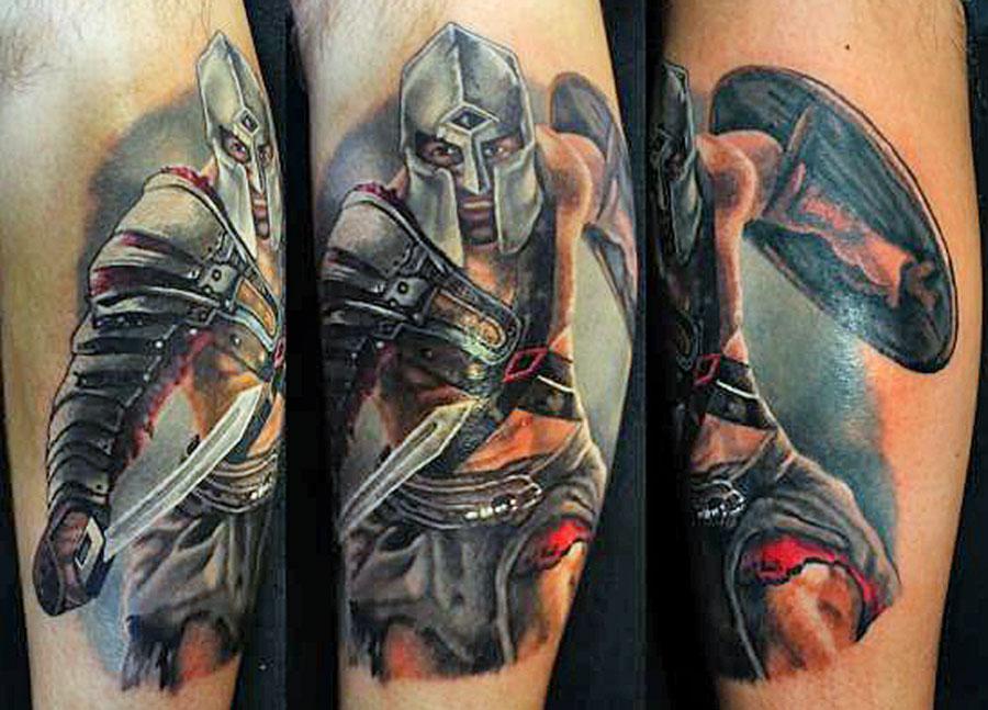 Спартак с щитом и мечем
