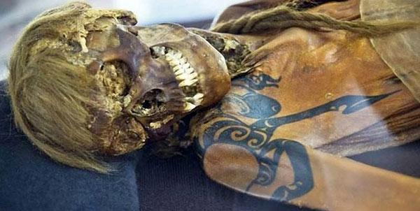 Мумия мужчины с тату из пазырыкского могильника