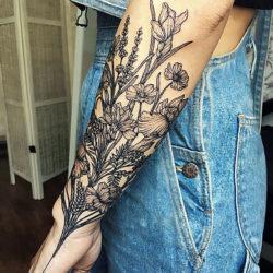 Абстрактная черно белая татуировка