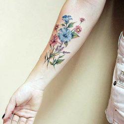 Цветная тату полевых цветов