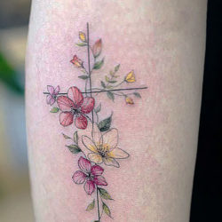 Тату крестик с полевыми цветами