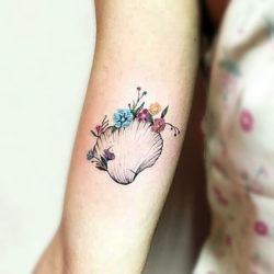 Ракушка с полевыми цветами