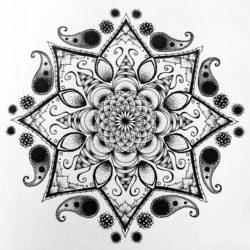Черно белый эскиз тату мандала