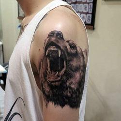 Голова медведя с оскалом