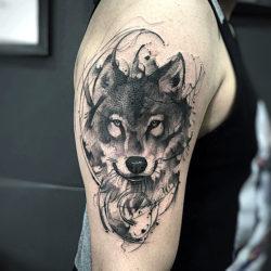 Черно-белая татуировка волка
